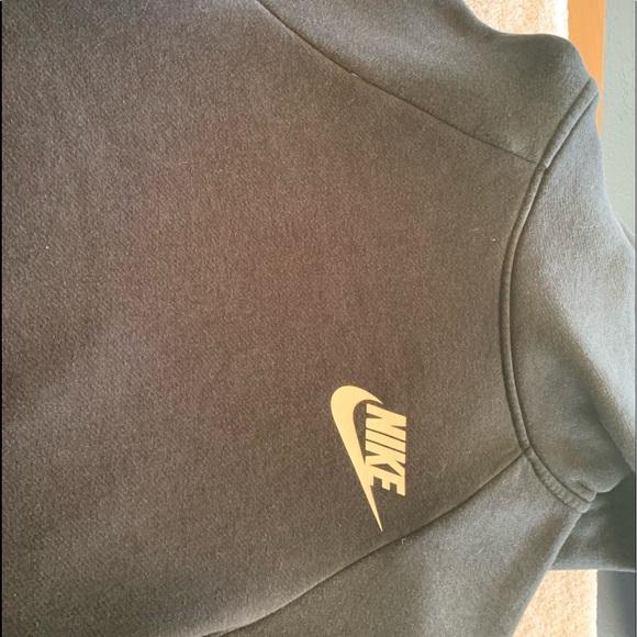 Black Nike hoodie!!